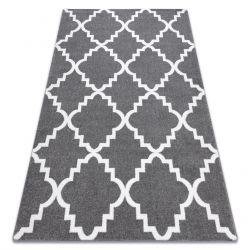 Koberec SKETCH - F343 Marocký jetel, mříž, šedo bílá